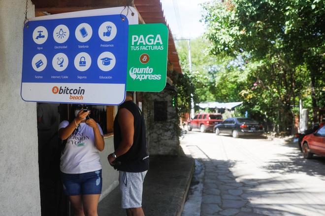 Làng chài nhỏ bên bờ biển ở El Salvador này đang hé lộ cái nhìn thoáng qua về một nền kinh tế tiền điện tử - Ảnh 6.