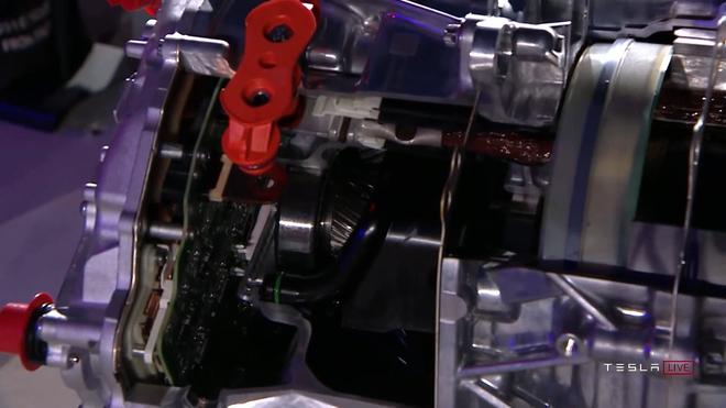Elon Musk ấp úng khoe chiếc xe điện tuyệt nhất Tesla đang có: một cục pin dự phòng/thiết bị giải trí/máy đọc suy nghĩ biết chạy cực nhanh - Ảnh 4.