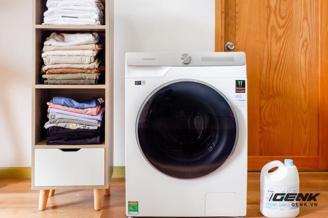 Trải nghiệm thực tế máy giặt Samsung AI: Kết nối trực tiếp với điện thoại, đo được khối lượng độ bẩn quần áo, giá bán 14 triệu đồng - Ảnh 1.