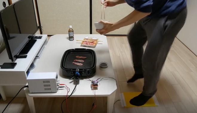 Nhà sáng chế trẻ người Nhật tự chế bếp nướng điện độc đáo, nướng thịt bằng chính việc chạy bộ - Ảnh 1.