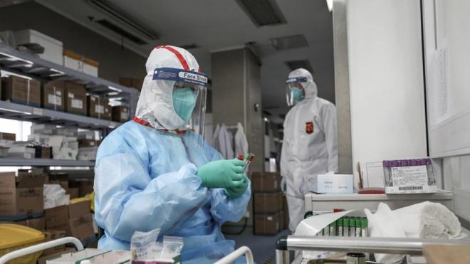4 cấp độ an toàn sinh học trong phòng thí nghiệm và công việc của các nhà khoa học bên trong đó - Ảnh 1.