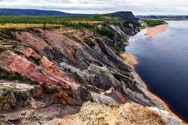 Rộng tới 100km, hố thiên thạch này tại Nga đang ẩn chứa hàng nghìn tỷ carat kim cương - Ảnh 1.