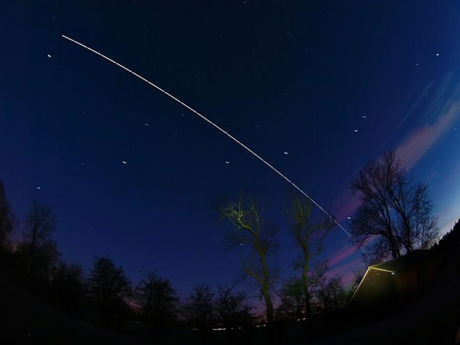 Hình ảnh này sẽ giúp bạn hình dung Trạm vũ trụ quốc tế ISS di chuyển với tốc độ 28.000 km/h là nhanh như thế nào - Ảnh 3.