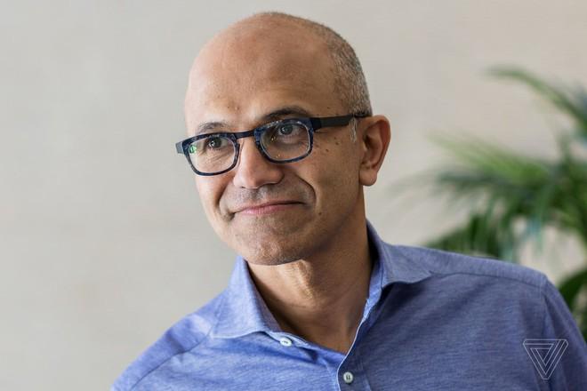 Satya Nadella nối gót Bill Gates, trở thành CEO kiêm Chủ tịch hội đồng quản trị của Microsoft - Ảnh 1.