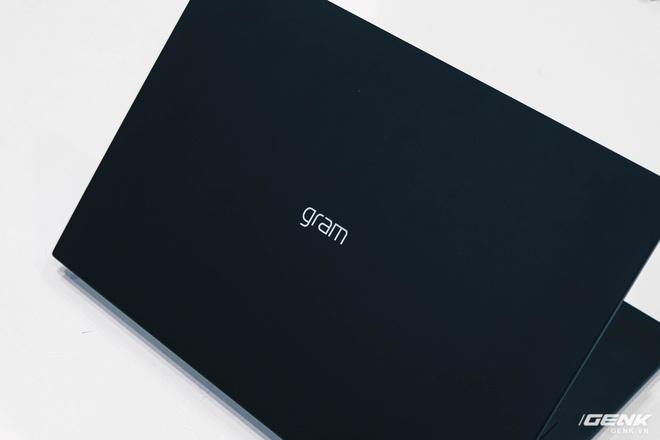 Trên tay LG Gram 2021: Laptop 17 inch nhưng chỉ nặng bằng laptop 13 inch hãng khác - Ảnh 2.