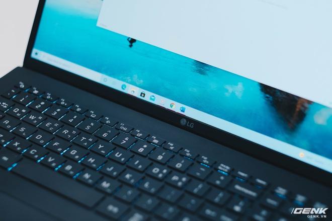 Trên tay LG Gram 2021: Laptop 17 inch nhưng chỉ nặng bằng laptop 13 inch hãng khác - Ảnh 15.