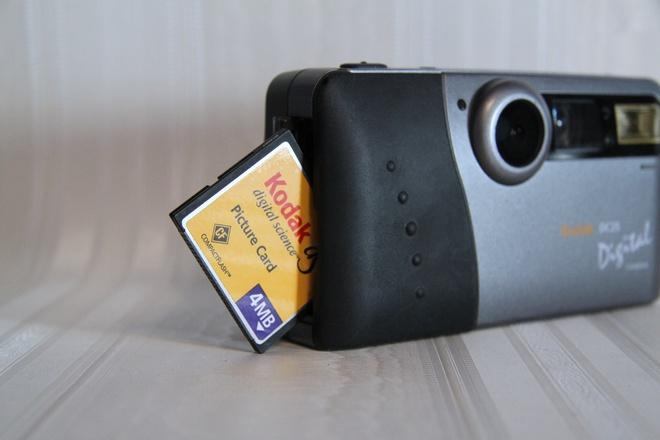 Lịch sử của camera kỹ thuật số: Từ nguyên mẫu những năm 70 nặng 4kg đến những chiếc iPhone và Galaxy bé nhỏ nằm trong túi - Ảnh 14.