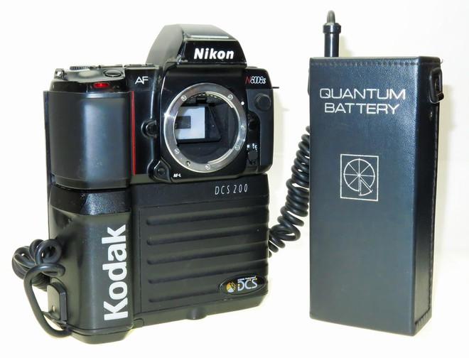 Lịch sử của camera kỹ thuật số: Từ nguyên mẫu những năm 70 nặng 4kg đến những chiếc iPhone và Galaxy bé nhỏ nằm trong túi - Ảnh 9.