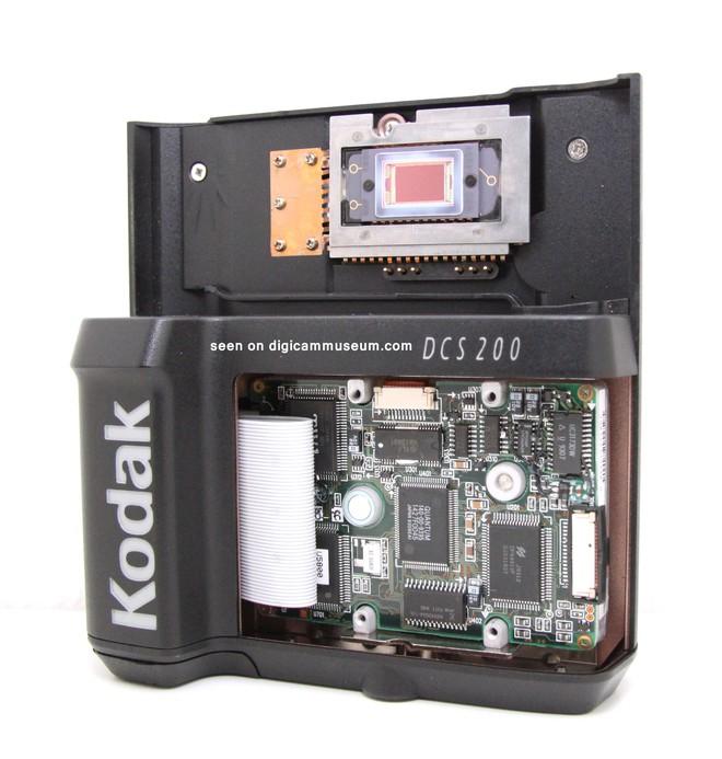 Lịch sử của camera kỹ thuật số: Từ nguyên mẫu những năm 70 nặng 4kg đến những chiếc iPhone và Galaxy bé nhỏ nằm trong túi - Ảnh 10.