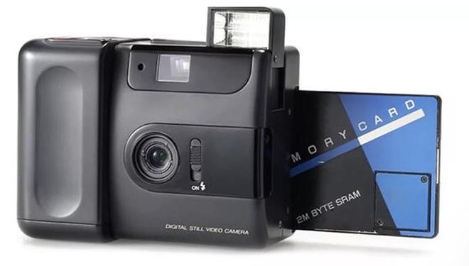 Lịch sử của camera kỹ thuật số: Từ nguyên mẫu những năm 70 nặng 4kg đến những chiếc iPhone và Galaxy bé nhỏ nằm trong túi - Ảnh 7.