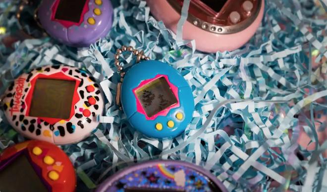Một vé về tuổi thơ: Gà ảo Tamagochi quay trở lại dưới dạng đồng hồ thông minh - Ảnh 2.