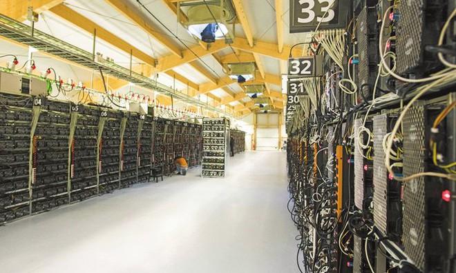 3 tấn máy đào bitcoin đã được chuyển bằng máy bay từ Trung Quốc sang Mỹ, nhưng vẫn còn 80.000 tấn máy móc đang nằm chờ - Ảnh 2.