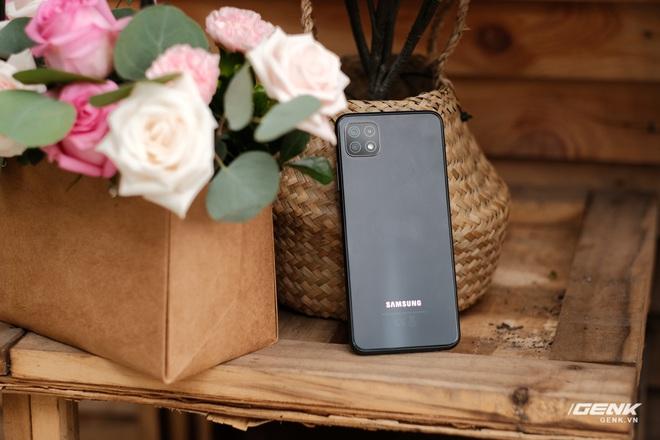 Trên tay Galaxy A22 5G: Có thêm 5G nhưng không xịn bằng bản 4G? - Ảnh 2.
