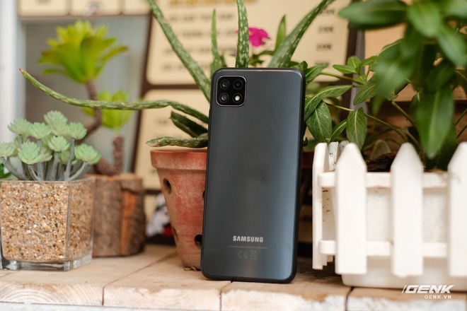 Trên tay Galaxy A22 5G: Có thêm 5G nhưng không xịn bằng bản 4G? - Ảnh 11.