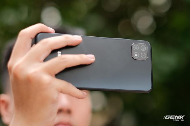 Trên tay Galaxy A22 5G: Có thêm 5G nhưng không xịn bằng bản 4G? - Ảnh 4.