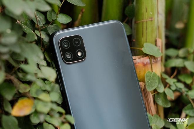 Trên tay Galaxy A22 5G: Có thêm 5G nhưng không xịn bằng bản 4G? - Ảnh 3.