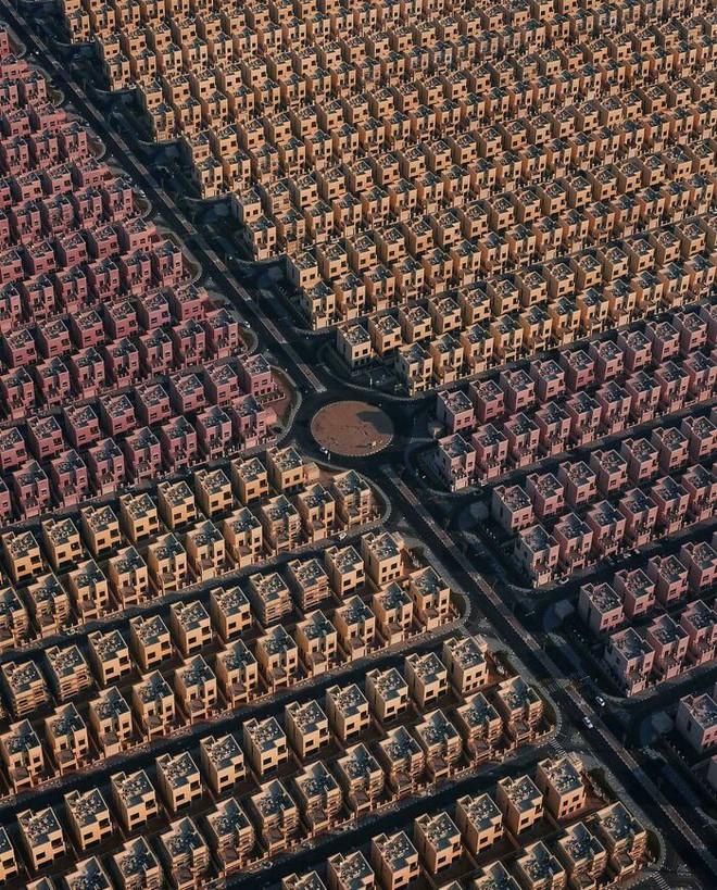 Ám ảnh với loạt hình về địa ngục đô thị: Khi con người tự xây dựng hoặc biến nơi ở của mình thành cơn ác mộng - Ảnh 3.