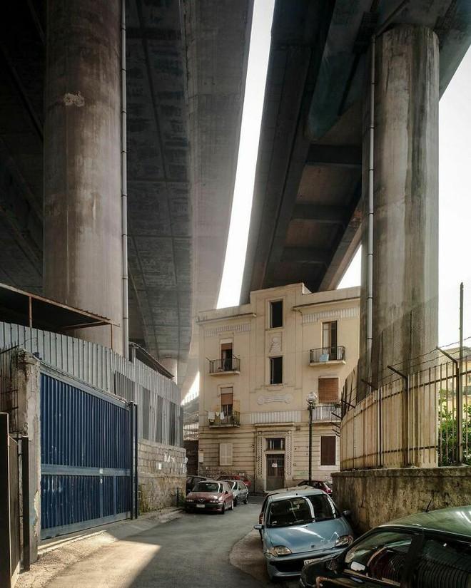 Ám ảnh với loạt hình về địa ngục đô thị: Khi con người tự xây dựng hoặc biến nơi ở của mình thành cơn ác mộng - Ảnh 8.