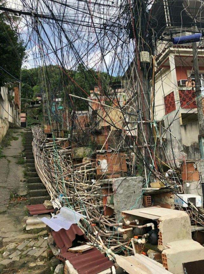 Ám ảnh với loạt hình về địa ngục đô thị: Khi con người tự xây dựng hoặc biến nơi ở của mình thành cơn ác mộng - Ảnh 11.