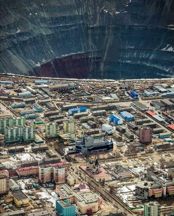 Ám ảnh với loạt hình về địa ngục đô thị: Khi con người tự xây dựng hoặc biến nơi ở của mình thành cơn ác mộng - Ảnh 18.