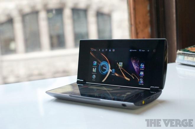 Sony Tablet P: chiếc máy tính bảng như Nintendo DS đã nhanh nhảu đoảng đi trước thời đại và thất bại thảm hại - Ảnh 1.