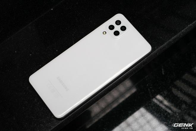 Trên tay Samsung Galaxy M32: Ngoại hình bắt mắt, camera đa dụng, pin 5000mAh, giá 6.290.000 đồng - Ảnh 2.