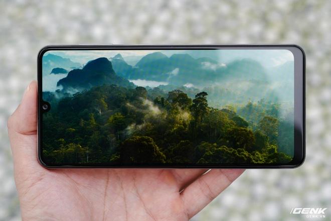 Trên tay Samsung Galaxy M32: Ngoại hình bắt mắt, camera đa dụng, pin 5000mAh, giá 6.290.000 đồng - Ảnh 9.