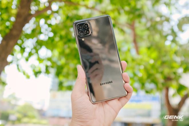 Trên tay Samsung Galaxy M62: Màn hình 6.7 inch, camera chính 64MP và pin 7000mAh - Ảnh 1.