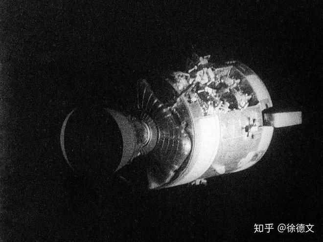 Khi hai con tàu vũ trụ va chạm trong không gian, liệu nó có thực sự phát nổ thành một quả cầu lửa khổng lồ không? - Ảnh 2.