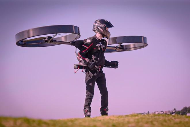 Ấn tượng với video thử nghiệm thiết bị bay sử dụng hai cánh quạt khổng lồ - Ảnh 1.