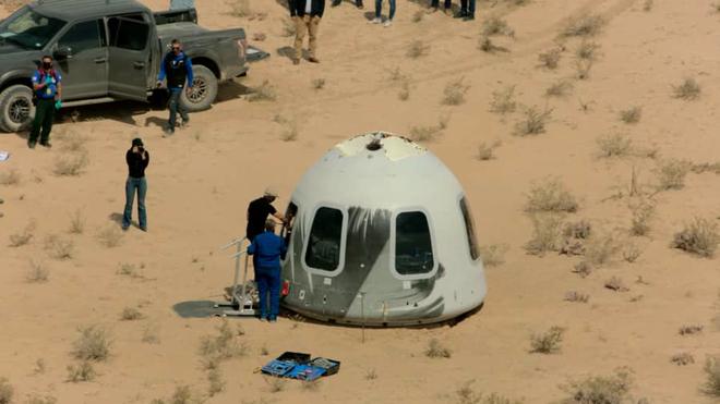 Jeff Bezos sẽ đích thân tham dự chuyến bay chở khách đầu tiên của Blue Origin - Ảnh 3.