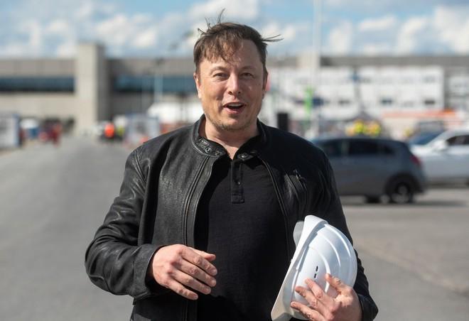Mẹo tài chính cho phép hai người giàu nhất thế giới Jeff Bezos và Elon Musk gần như không phải trả thuế thu nhập - Ảnh 2.