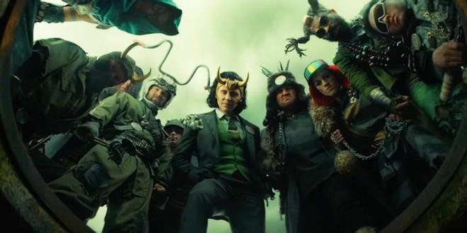 Soi tiểu tiết Loki tập thứ 5: Tháp Avengers bị bán, Thanos cưỡi trực thăng, búa Mjolnir bị vứt như phế thải - Ảnh 12.