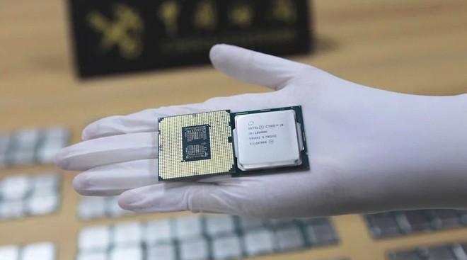 Quấn quanh người hàng chục CPU để buôn lậu - Ảnh 3.