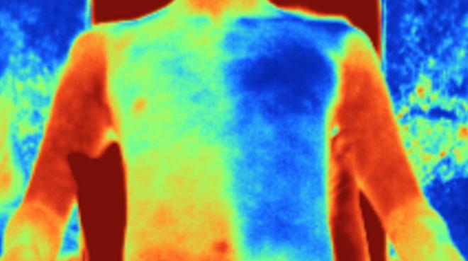 Quần áo may từ vật liệu vải gương mới giúp da người mặc mát hơn tới 5 độ C - Ảnh 1.