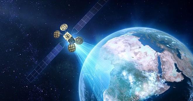 Amazon mua lại nhóm phát triển internet vệ tinh của Facebook, quyết sống mái với Starlink của SpaceX - Ảnh 1.