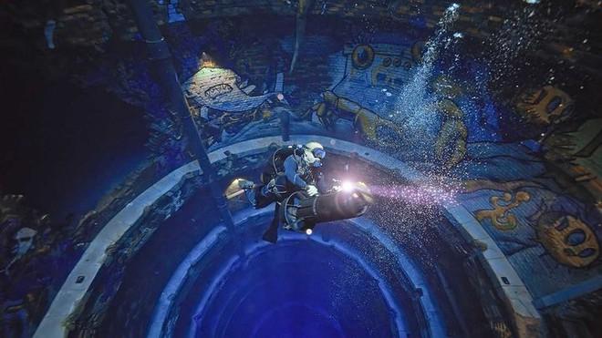 Sử dụng 14 triệu lít nước, Dubai đã xây dựng được hồ bơi sâu nhất thế giới và tái hiện lại lục địa Atlantis đã mất - Ảnh 3.