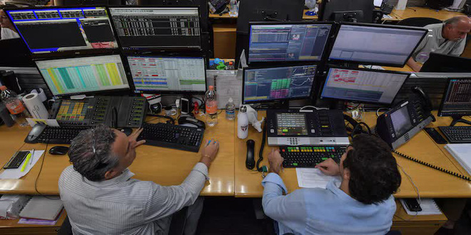 Bán máy ảnh mãi vẫn lẹt đẹt, nhưng vừa tuyên bố chuyển hướng sang tiền điện tử thì giá cổ phiếu bỗng tăng đột biến 3.000% - Ảnh 1.