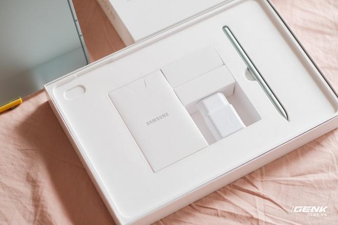 Mở hộp Galaxy Tab S7 FE: Thiết kế vẫn cao cấp, có thêm màu Xanh Mint trẻ trung, cấu hình rút gọn, có kết nối 5G, giá 13.9 triệu đồng - Ảnh 2.
