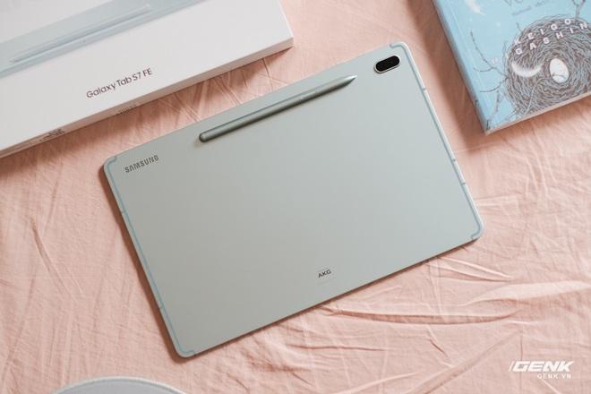 Mở hộp Galaxy Tab S7 FE: Thiết kế vẫn cao cấp, có thêm màu Xanh Mint trẻ trung, cấu hình rút gọn, có kết nối 5G, giá 13.9 triệu đồng - Ảnh 4.