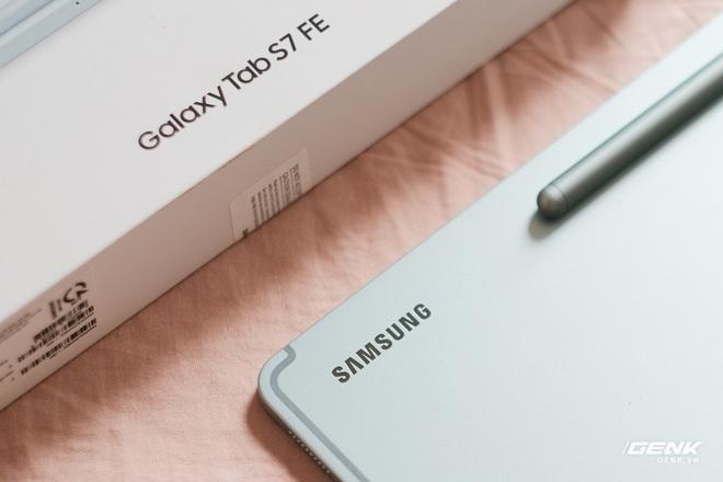 Mở hộp Galaxy Tab S7 FE: Thiết kế vẫn cao cấp, có thêm màu Xanh Mint trẻ trung, cấu hình rút gọn, có kết nối 5G, giá 13.9 triệu đồng - Ảnh 7.