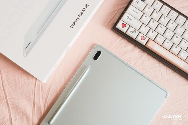 Mở hộp Galaxy Tab S7 FE: Thiết kế vẫn cao cấp, có thêm màu Xanh Mint trẻ trung, cấu hình rút gọn, có kết nối 5G, giá 13.9 triệu đồng - Ảnh 6.