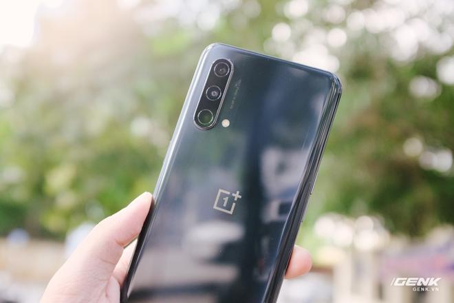 Đánh giá OnePlus Nord CE 5G: Nâng cấp hình ảnh và hiệu năng, camera tạm ổn nhưng lại trở về với loa đơn - Ảnh 3.