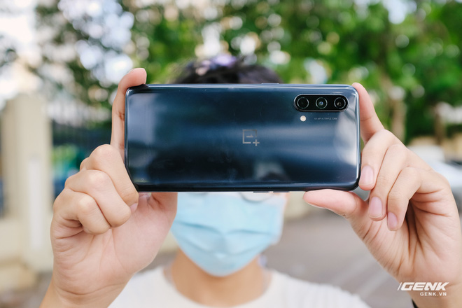 Đánh giá OnePlus Nord CE 5G: Nâng cấp hình ảnh và hiệu năng, camera tạm ổn nhưng lại trở về với loa đơn - Ảnh 1.