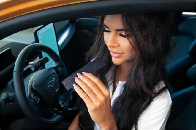 Ford muốn tung ra loại nước hoa dành cho khách hàng thích xe điện nhưng lại nghiện mùi xăng - Ảnh 2.