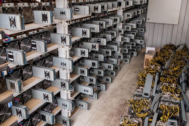 Lỡ chuyến di cư, thợ đào bitcoin Trung Quốc lừa bán thiết bị cho dân vùng nông thôn - Ảnh 2.