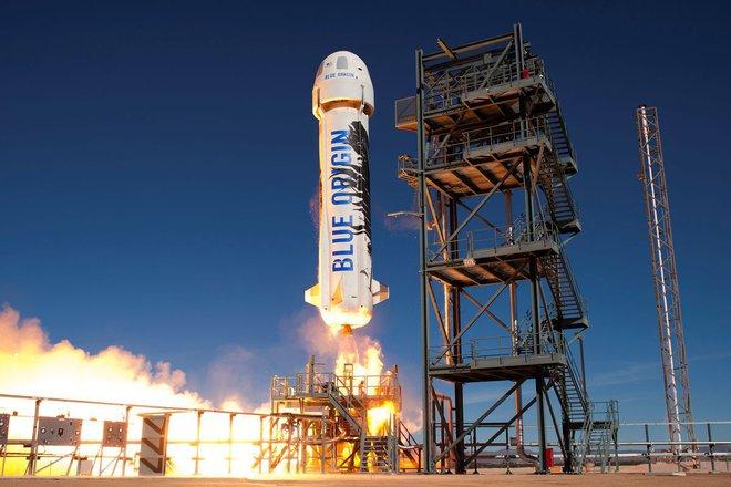 Jeff Bezos vừa bay lên vũ trụ thành công và trở lại Trái Đất an toàn, đạt được giấc mơ thủa bé: Đây là ngày đẹp nhất đời tôi - Ảnh 2.