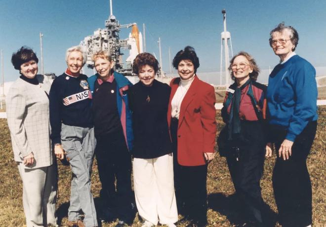 Jeff Bezos đã đi đến rìa của không gian, như vậy ông có phải là phi hành gia không? - Ảnh 3.