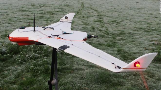 Giải quyết vấn nạn thiếu nước, các nhà khoa học UAE dùng drone phóng điện vào mây, gây ra mưa rào nhân tạo - Ảnh 1.