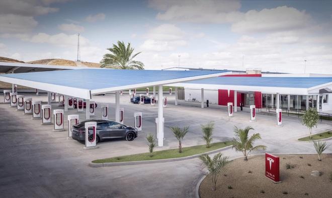 Tesla trải hoa hồng cho xe điện: Có thật VinFast sẽ ngồi mát ăn bát vàng? - Ảnh 2.